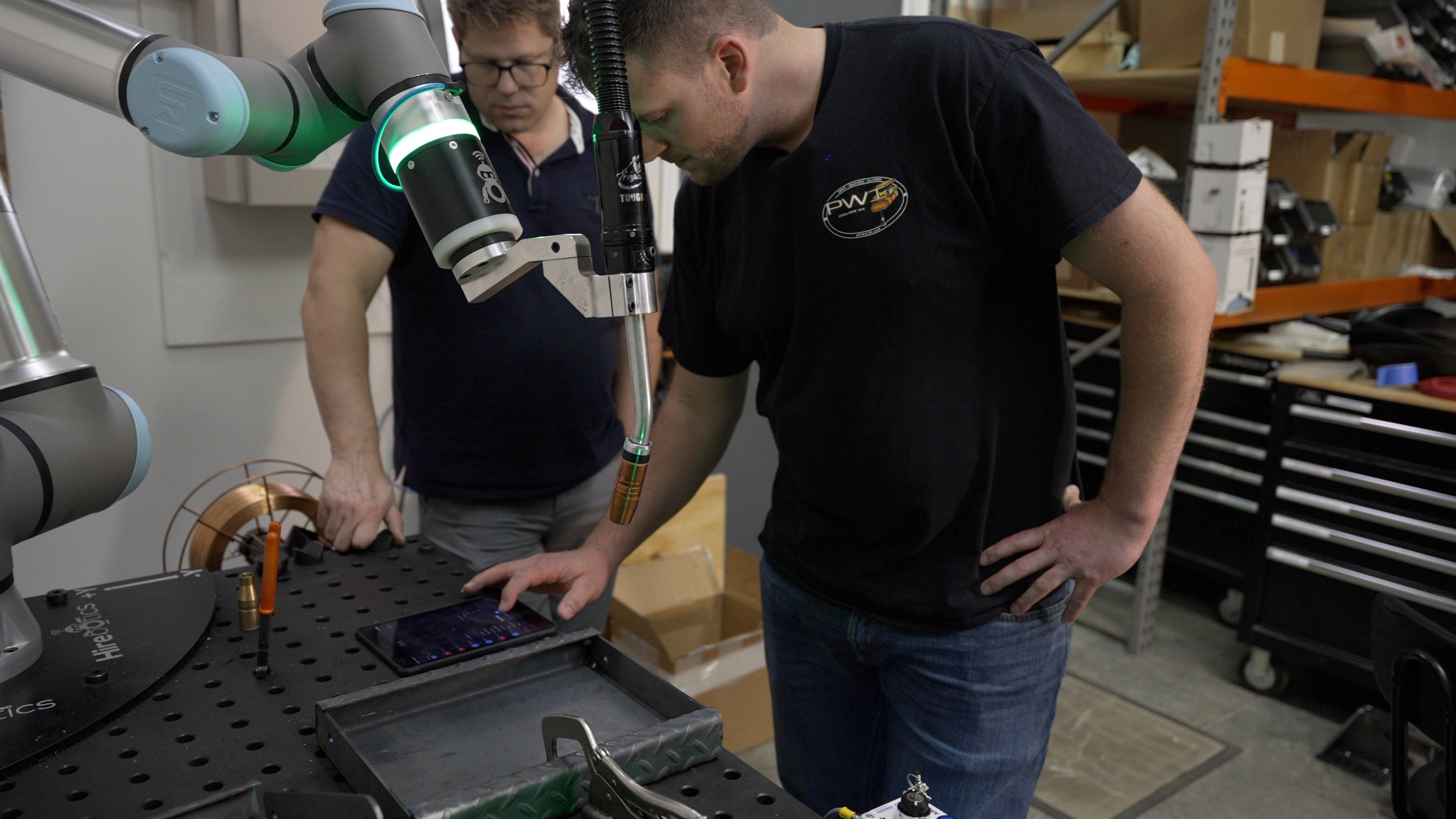 cobot_welding_hire_welder_help