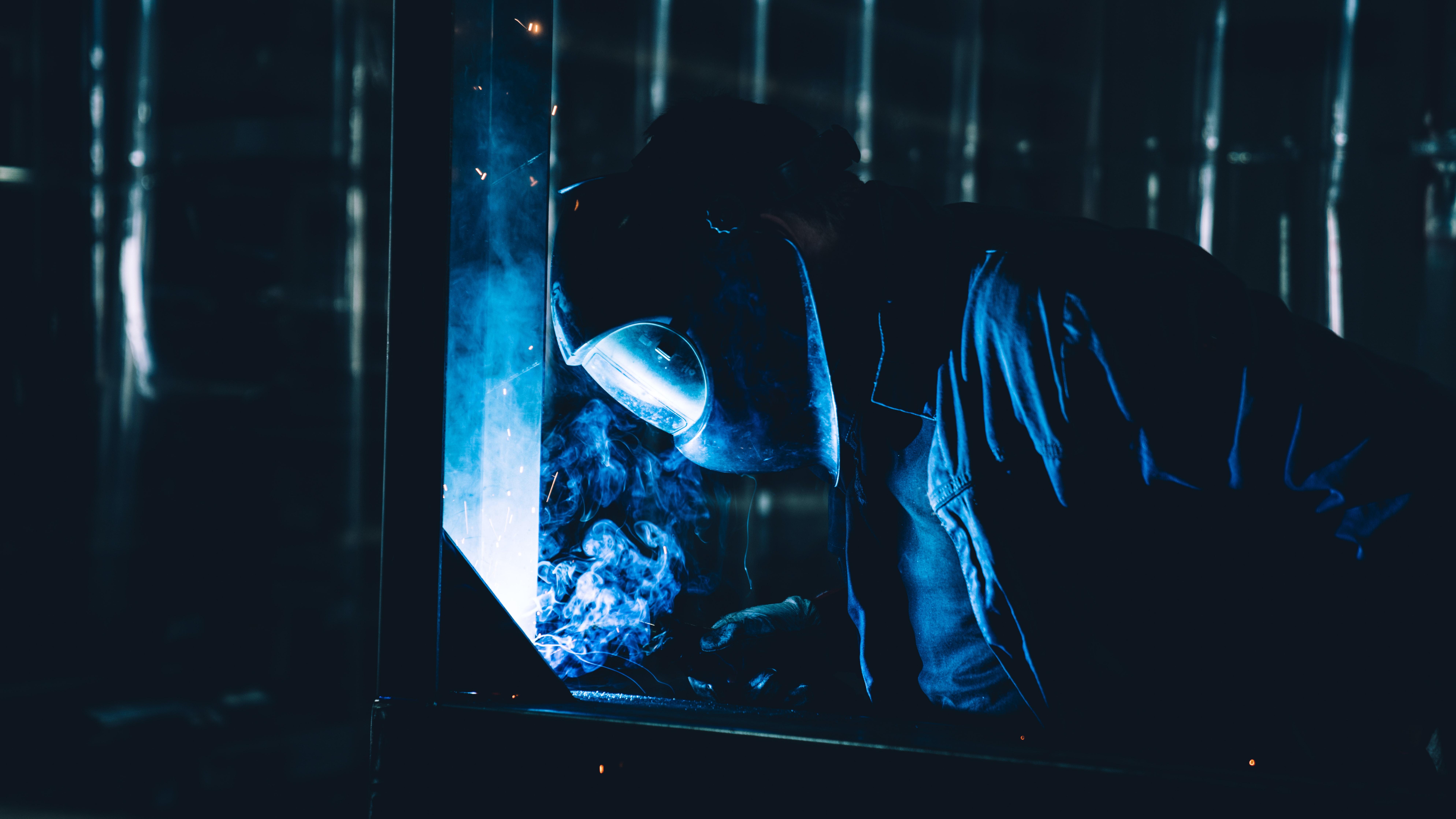 Welder_help_welding_cobot